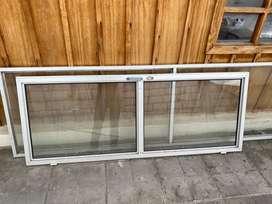 Se vende puerta de vidrio como nueva , poco tiempo de uso