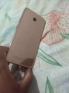 Se vende celular samsumg j4 plus