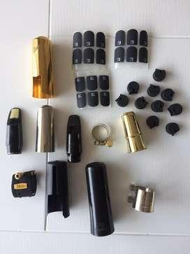 Boquillas saxofon, accesorios varios