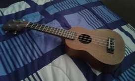 "UKELELE soprano ""string guitars"" 9/10 con estuche simple"
