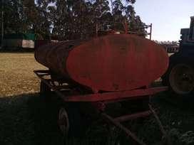 Tanque de combustible  de 3000 litros usado.