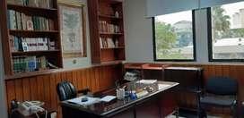 Alquilo BARATA  oficina amoblada. Sector Bancario, Bahía, Municipio. Ventana a la calle