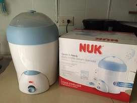 Esterilizador de teteros a Vapor marca Nuk