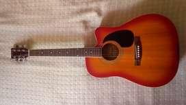 Hermosa guitarra electroacustica tipo folk con ecualizador