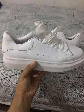 Hermosos zapatos alexander mqueen