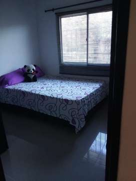 Se arrienda habitacion amoblada con bańo privado, servicios incluidos y derecho a usar areas de labores