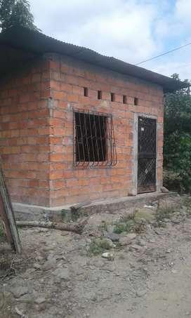 Se vende solar con casa de campo en naranjal en la coop.11 de agosto