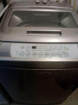 Vendo lavadora Haceb, Asiento 12.8 kg.  Color plateado