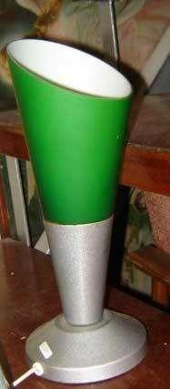 Única muy rara lampara de mesa ò velador color alegre opalina y aluminio diseño retro 60s