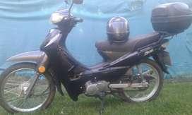 Zanella Due 110 cc con baulera y casco