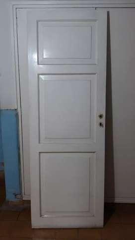 Vendo puerta de madera maciza