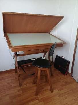 Vendo Mesa de dibujo con Luz y tapa + silla