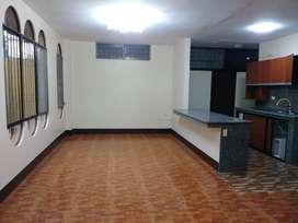 Departamento de alquiler sector Mall del Sol, 3 dormitorios, planta baja.