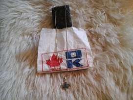 Cadena con dije de hoja especial Canadiense, cambio de color
