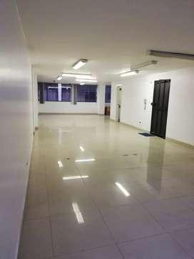 Oficina 110 m2 sector la Carolina a una cuadra DEL CCI y del Centro de exposiciones Quito