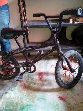 Vendo cicla para niño entre 4 a 8 años