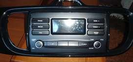 Se vende radio con mascarilla original del kia soluto.