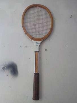 Antigua raqueta de madera Victory Forest Hills