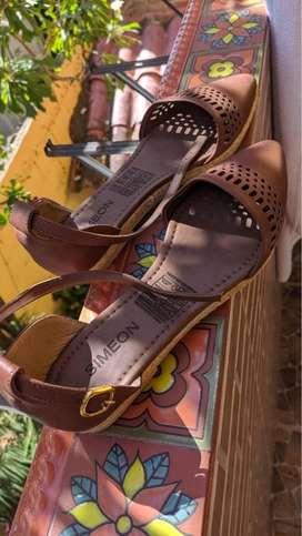 Vendo zapatos excelente estado, casi nuevos. Los dos pares al excelente precio de $90.000