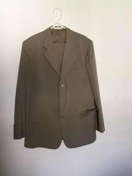 Vestido traje de hombre usado