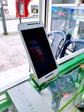 Motorola G3 usando en excelente estado