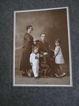 foto 1930 Carpeta familia 24x32 blanco y negro hermosa