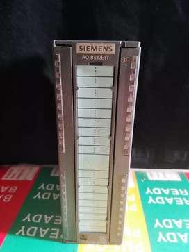 Módulo Siemens Análogo Salida . 332-5HD01-0AB0 incluye conector trasero.