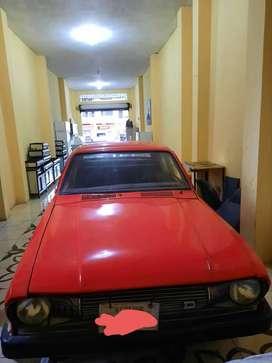 Auto Datsun de 5 puertas