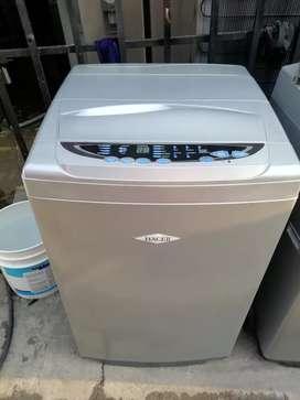 Lavadora haceb gris de 18 libras con garantía