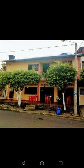 Casa de dos pisos en Cimitarra Santander, local comercial en el primero y apartamento en el segundo