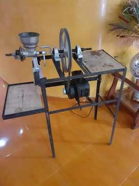 Hermosa maquina de moler maiz, cafe y otros $350.000 en la ciudad de armenia