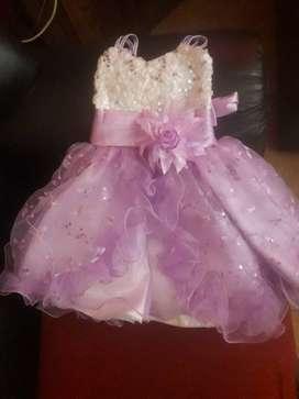 Vendo vestido para primer añito regalo zapatos y coronita...