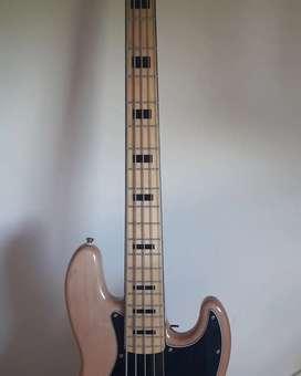 Bajo 5 cuerdas Squier Jazz Nada Vintage Modified 1970
