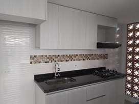 Alquilo apartamento hermoso, 60 m2, 2 habitaciones y estudio grande, 2 baños, buena ubicación