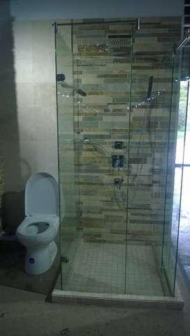 puertas y divisiones de baño