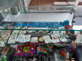 Se vende mercancía de local para accesorios de celulares