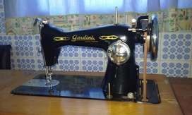 Maquina Coser Antigua Gardini