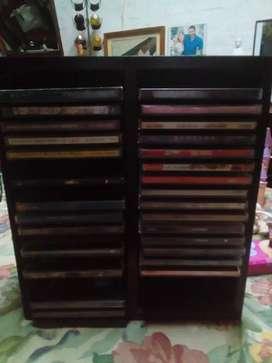 2 Porta CDs de madera y plastico
