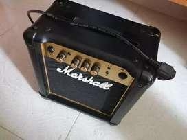 Amplificador Marshall MG10 (En perfecto estado)