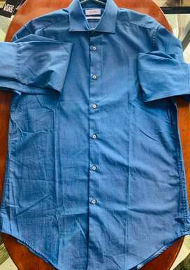 Camisa americana marca Calvin Klein talla S hombre