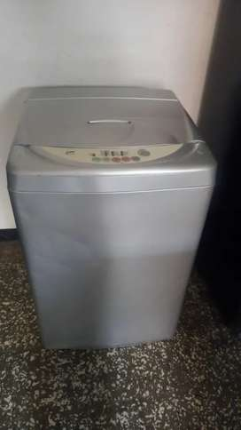 Vendo lavadora de 18lb  lg con tres meses de garantia