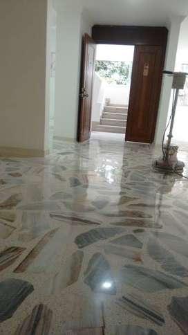 Único sistema de limpieza anti viral y brillado de pisos. Co2