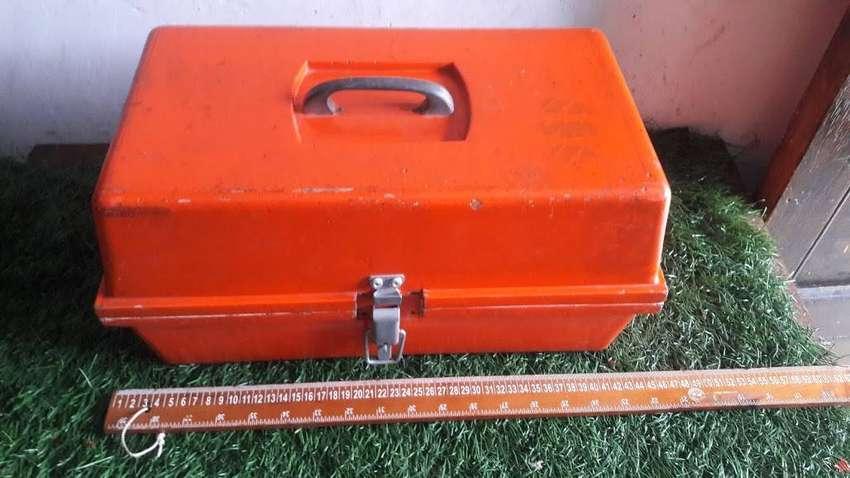 antigua caja  para pesca  en madera