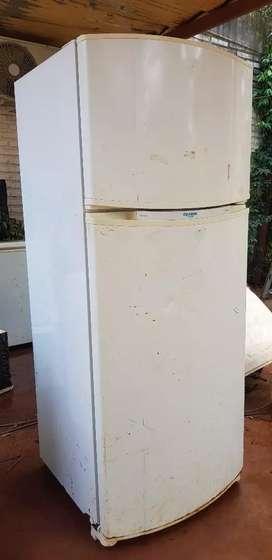 Vendo Heladera con  Freezer Eslabon de Lujo