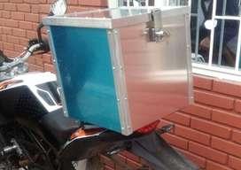 Caja o baúl para estrenar e instalar en la moto, últimas unidades