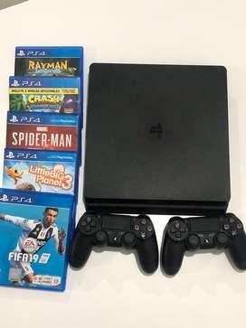 PS4 + 2 controles + 5 juegos
