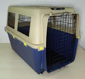 Kennel Transportador Mediano L80. Piso Impermeable. Cumple normas IATA