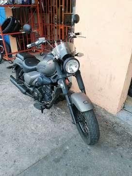 Moto Rengade Commando marca UM, tipo Harley Davidson