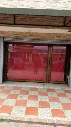 División de Vidrio para comercio, hogar o garaje.