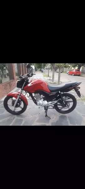 Honda New titan vendo o permuto